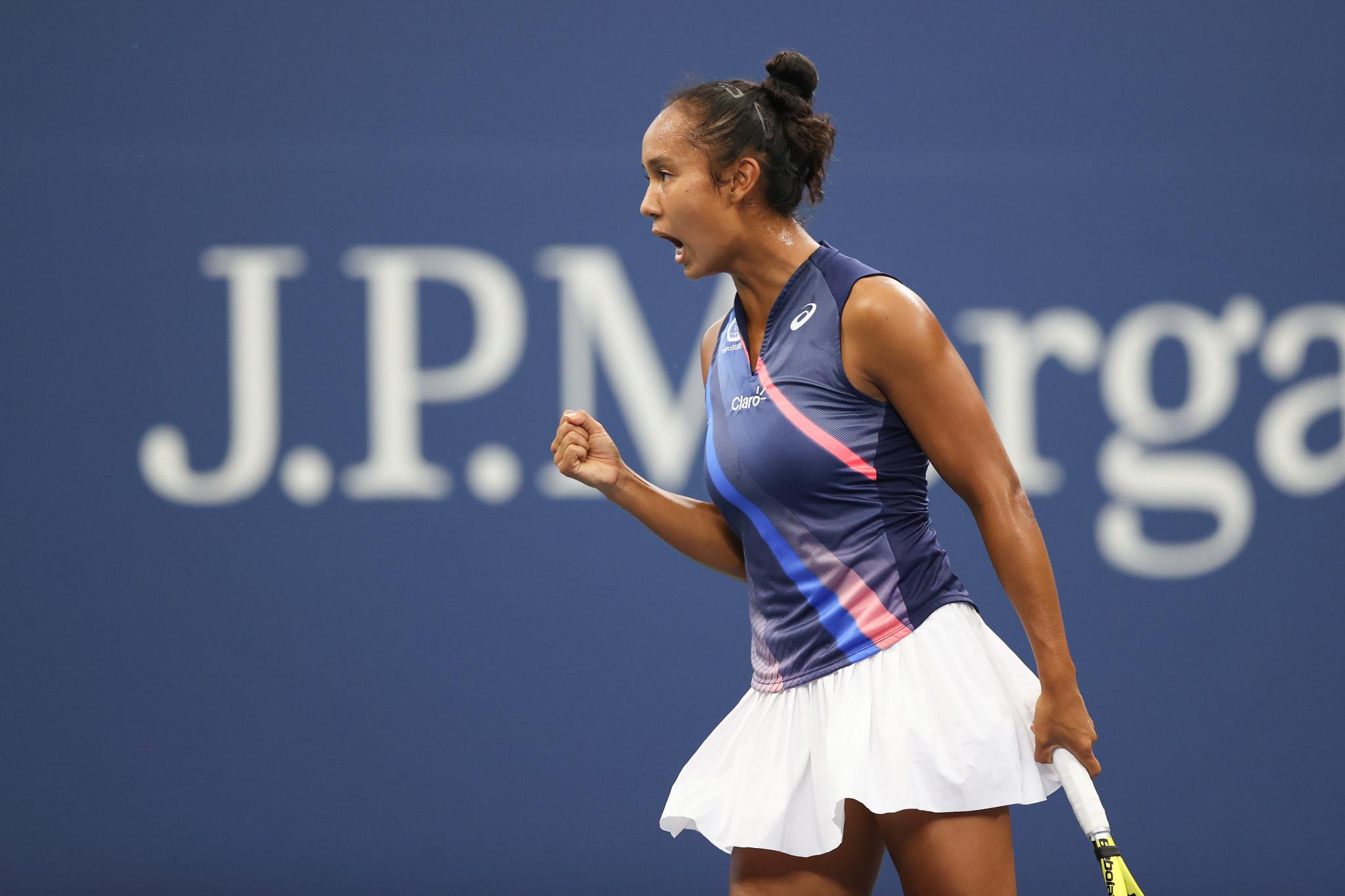 Teenager Fernandez upsets former US Open champion Kerber as fourth round begins