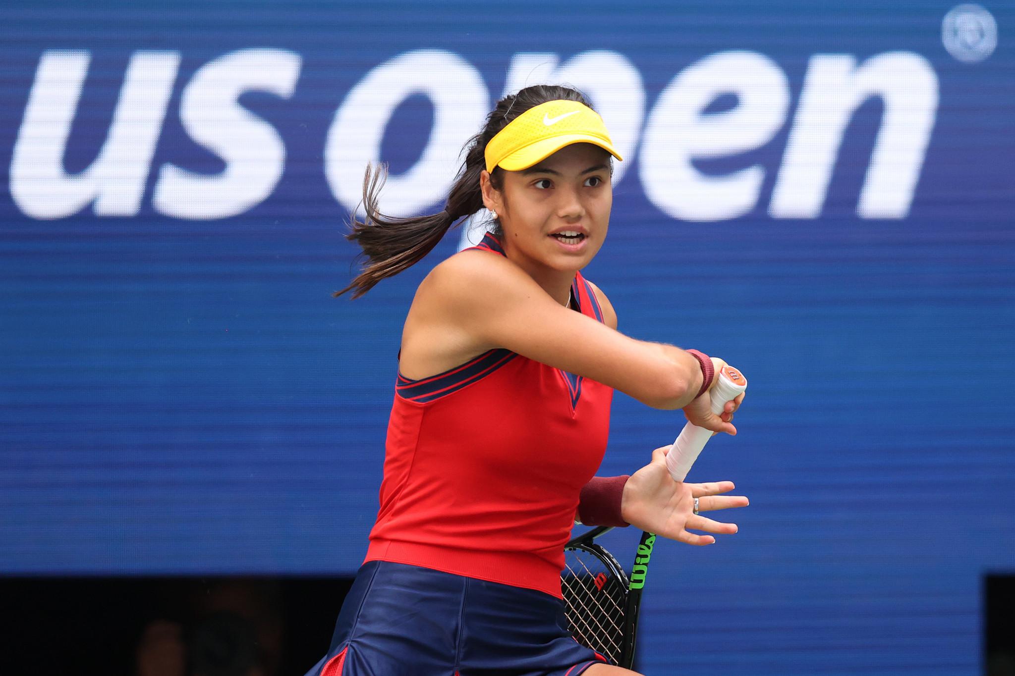 Qualifier Raducanu roars past Rogers to reach US Open quarter-finals