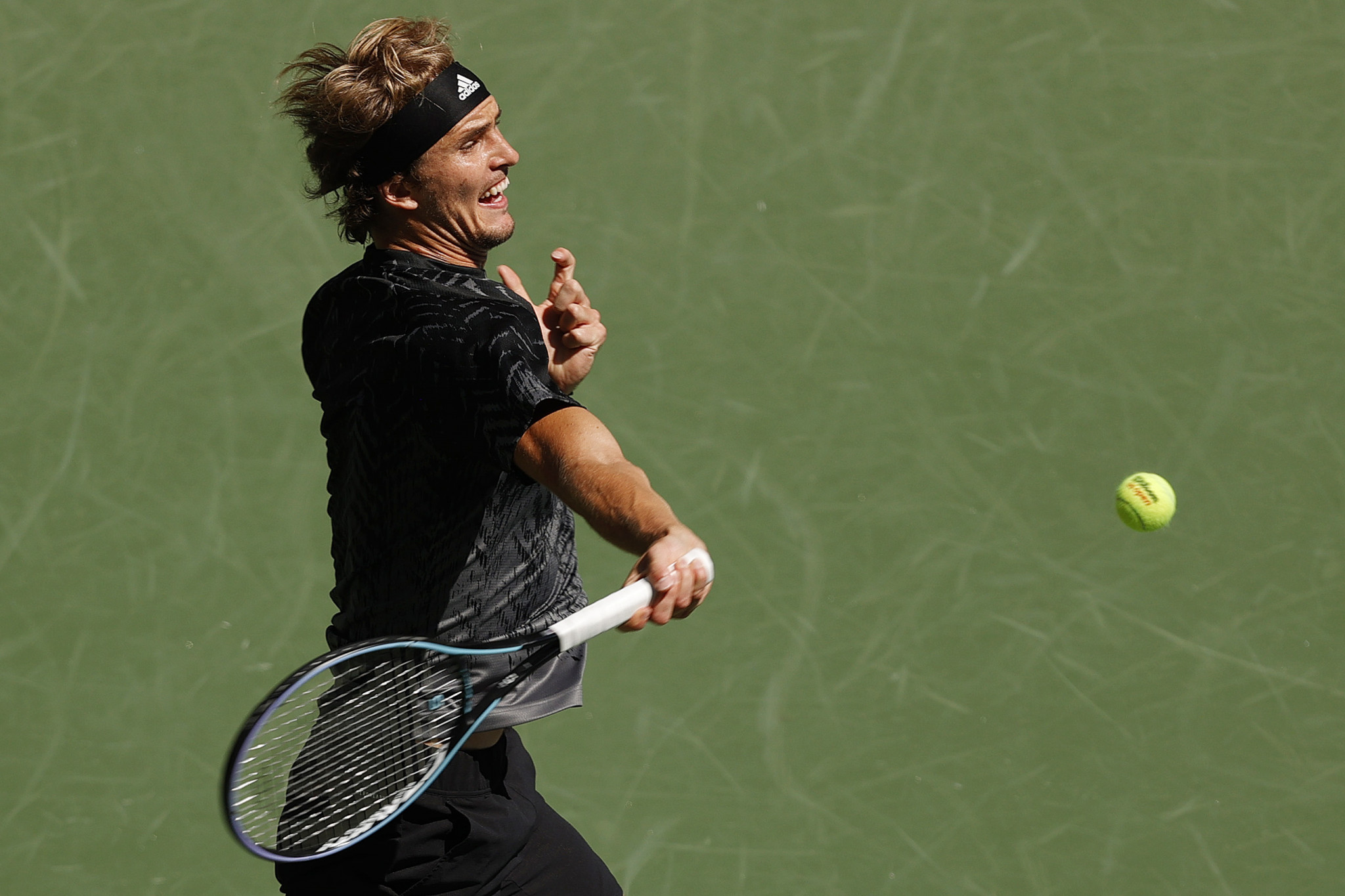 Fourth seed Alex Zverev defeated Jannik Sinner in straight sets to reach the last eight in New York ©Getty Images