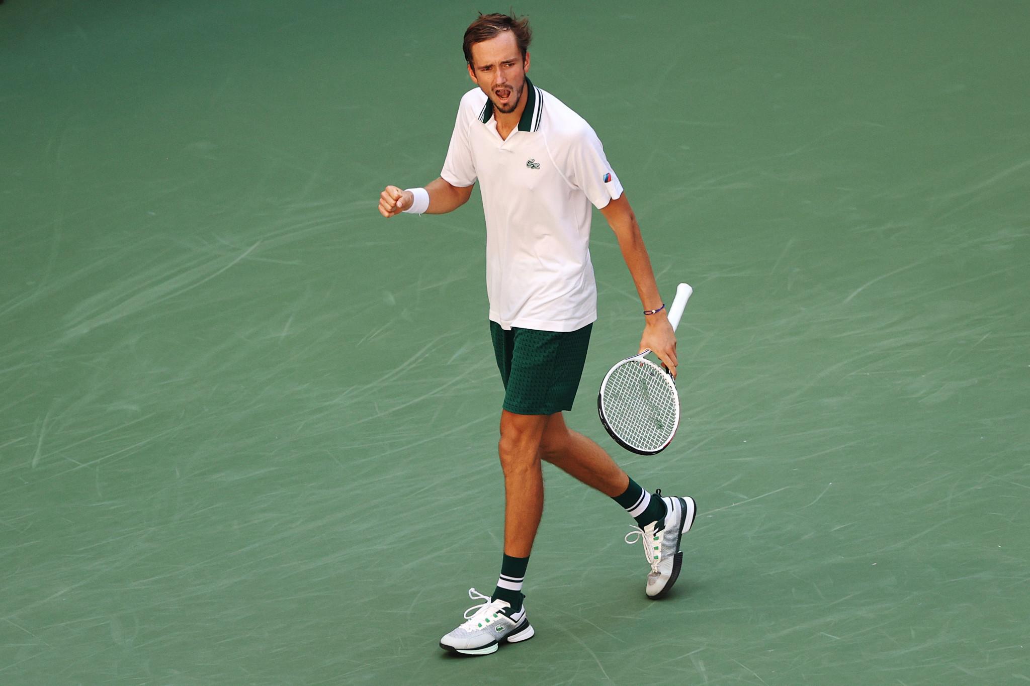 Medvedev ends Van de Zandschulp run to advance to US Open men's singles semi-final against Auger-Aliassime