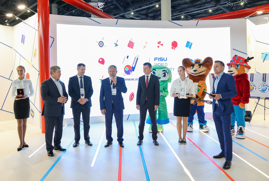 Yekaterinburg 2023 receives medals and torches from previous Universiades in Russia