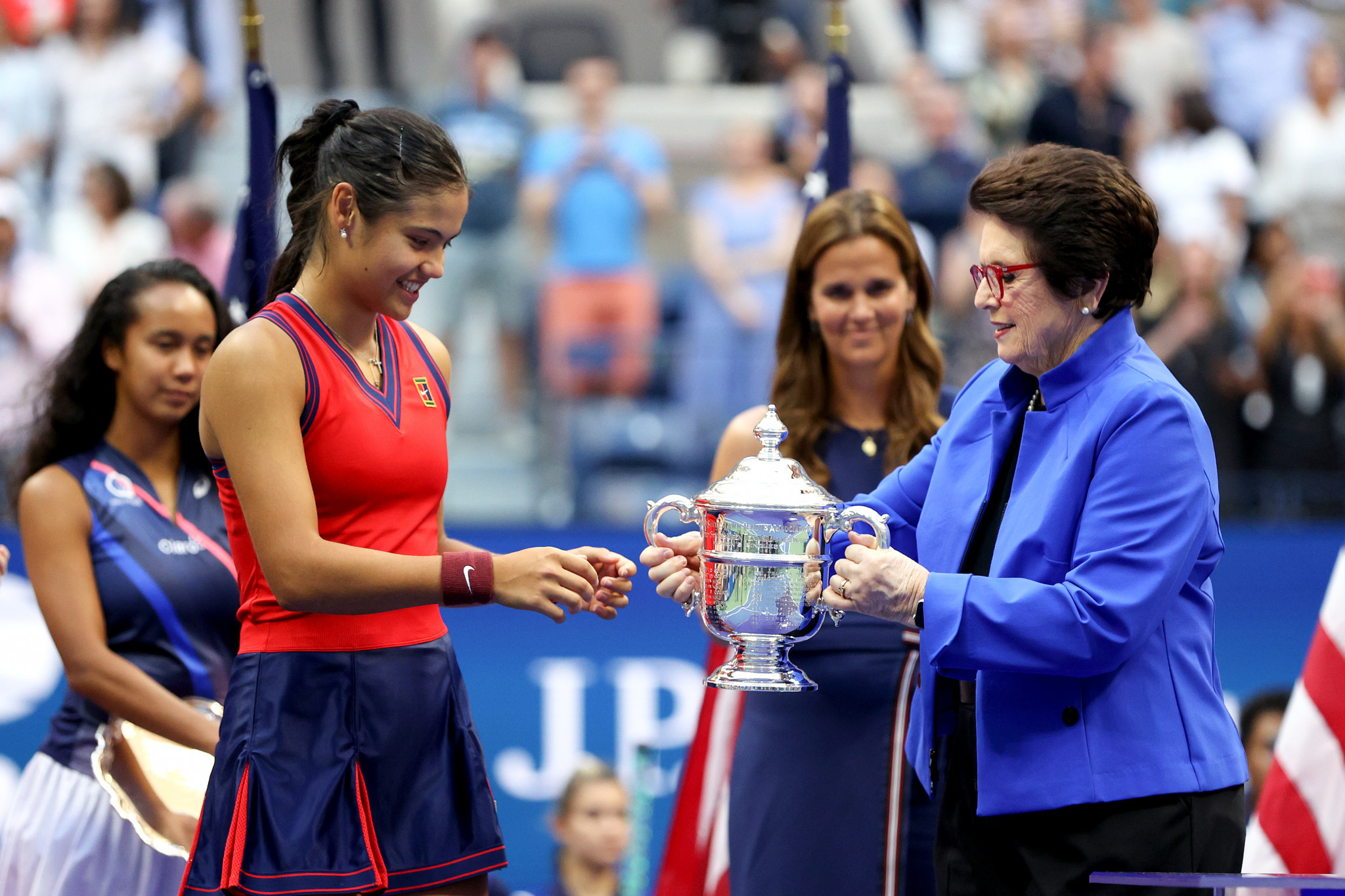 Billie Jean King presented the winner with the trophy at the Billie Jean King National Tennis Center ©Getty Images