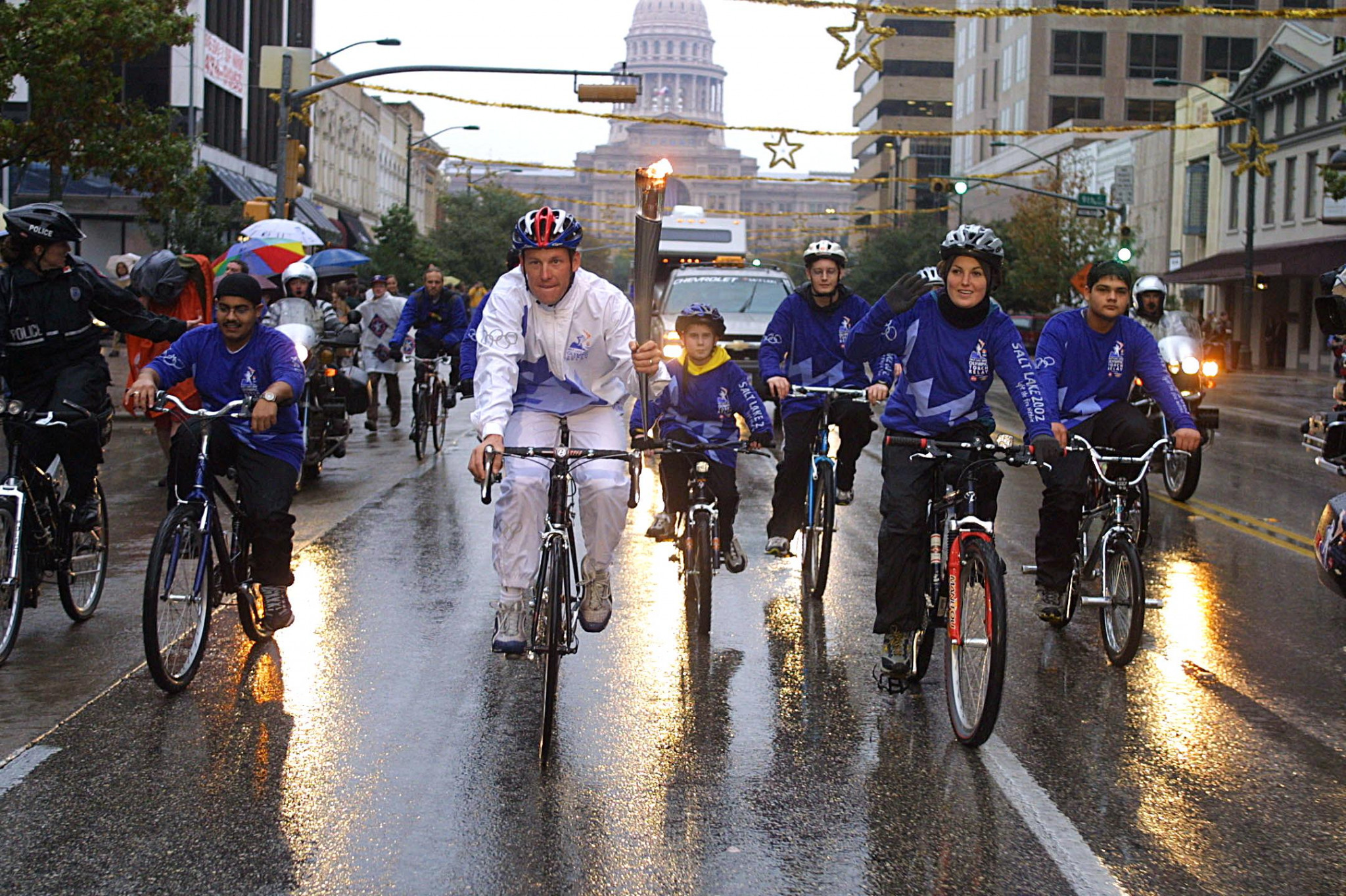 Lance Armstrong carried the Olympic Torch before Salt Lake City 2002 ©Getty Images