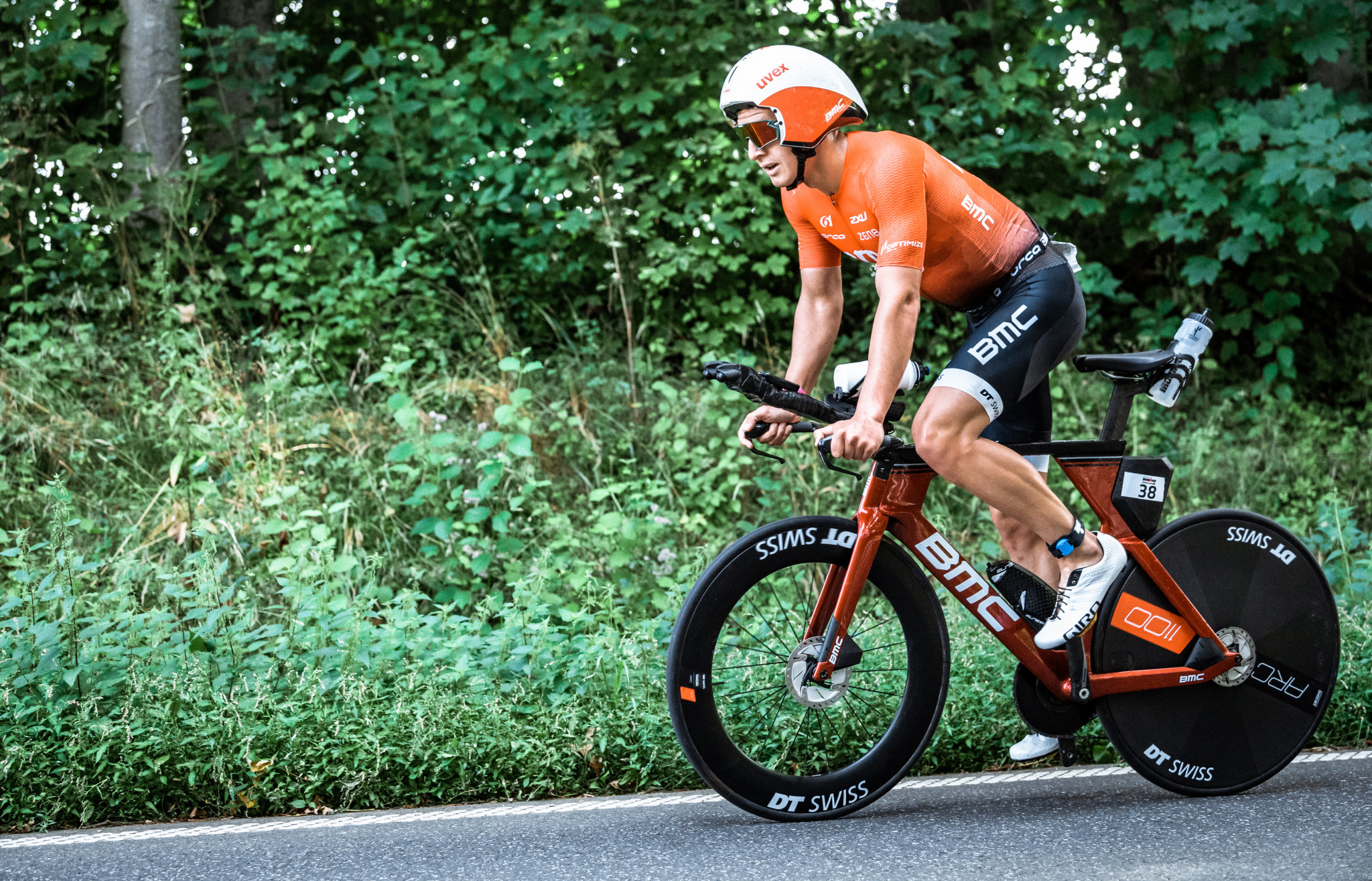 Hogenhaug sets course record in Almere to win World Triathlon Long Distance Championships men's race