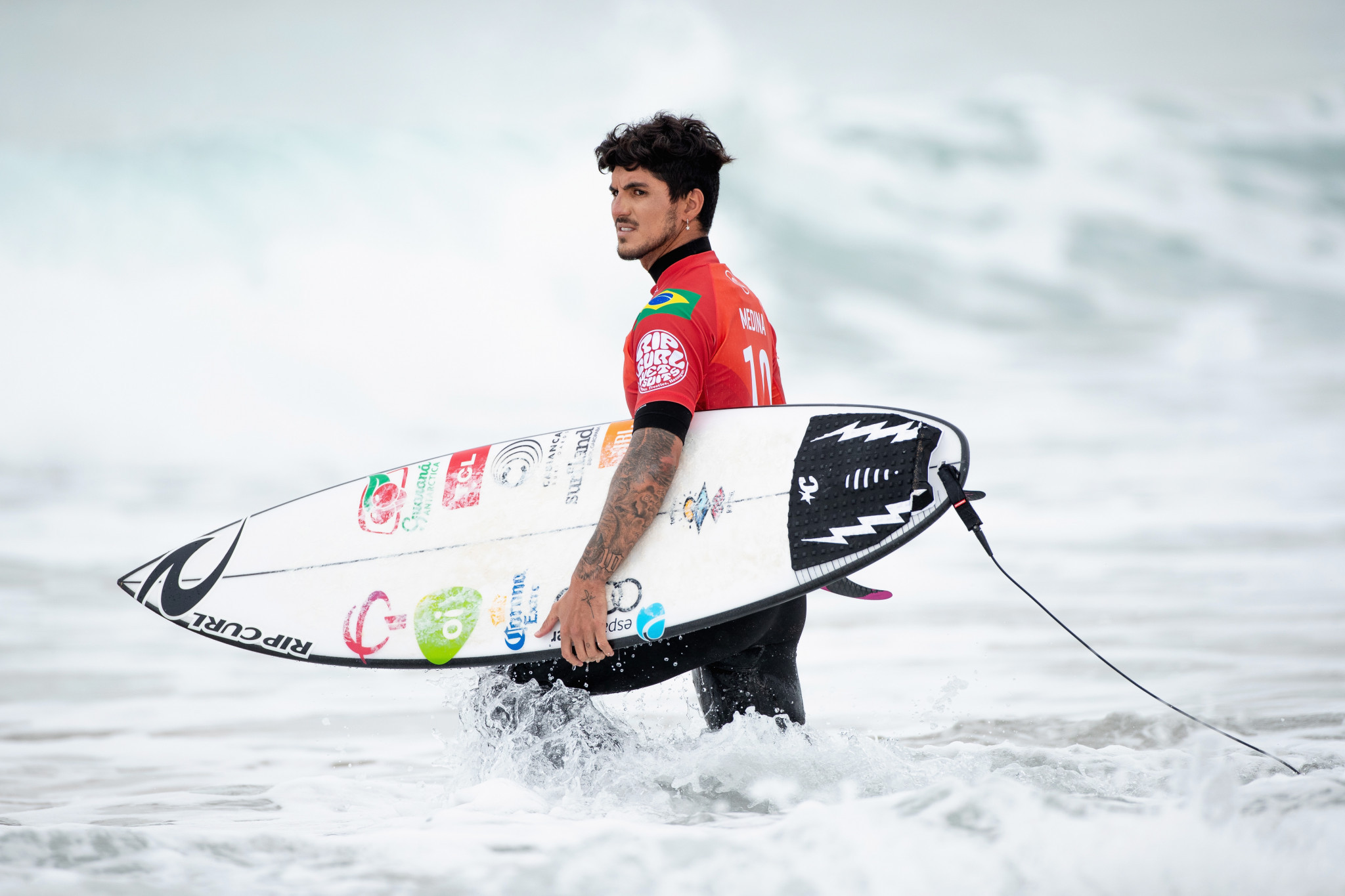 Medina wins third title and Moore fifth as shark sightings interrupt WSL Finals in California