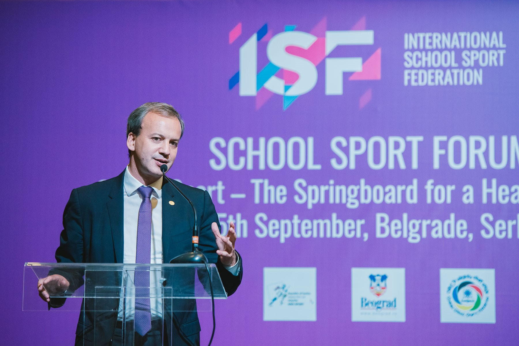 FIDE President Arkady Dvorkovich signed a Memorandum of Understanding with the ISF during the School Sport Forum ©ISF