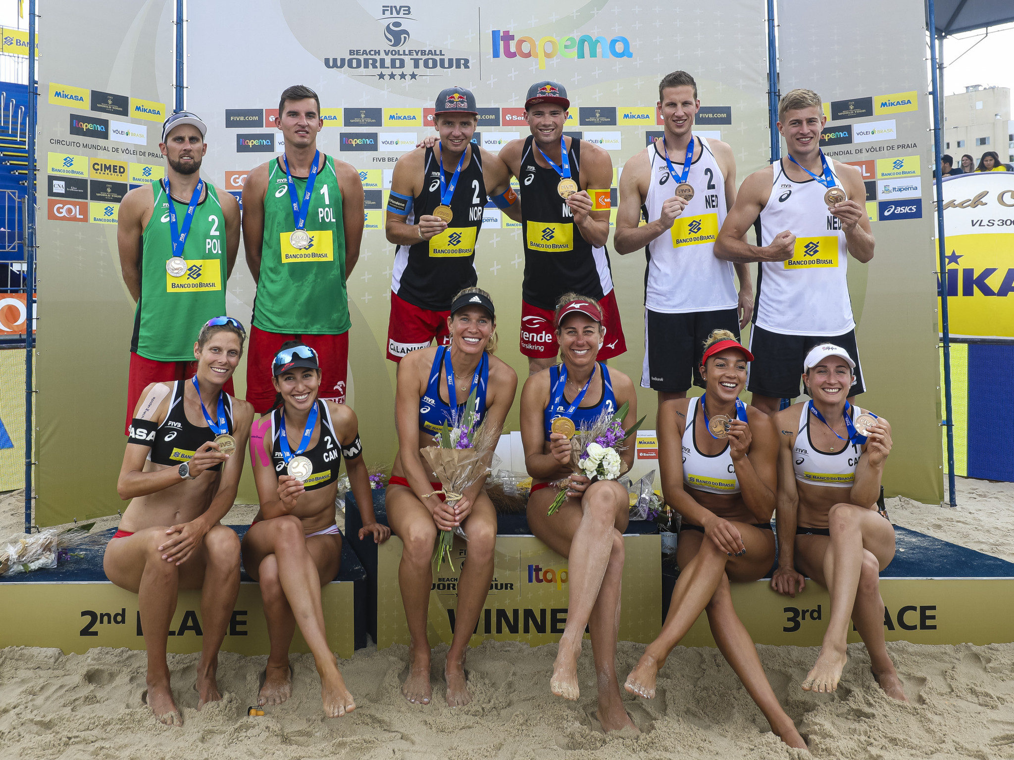 Now Olympic champions Anders Mol and Christian Sørum, centre back, and Alix Klineman and April Ross, centre front, won at the last FIVB Beach Volleyball World Tour event in Itapema in 2019 ©Getty Images