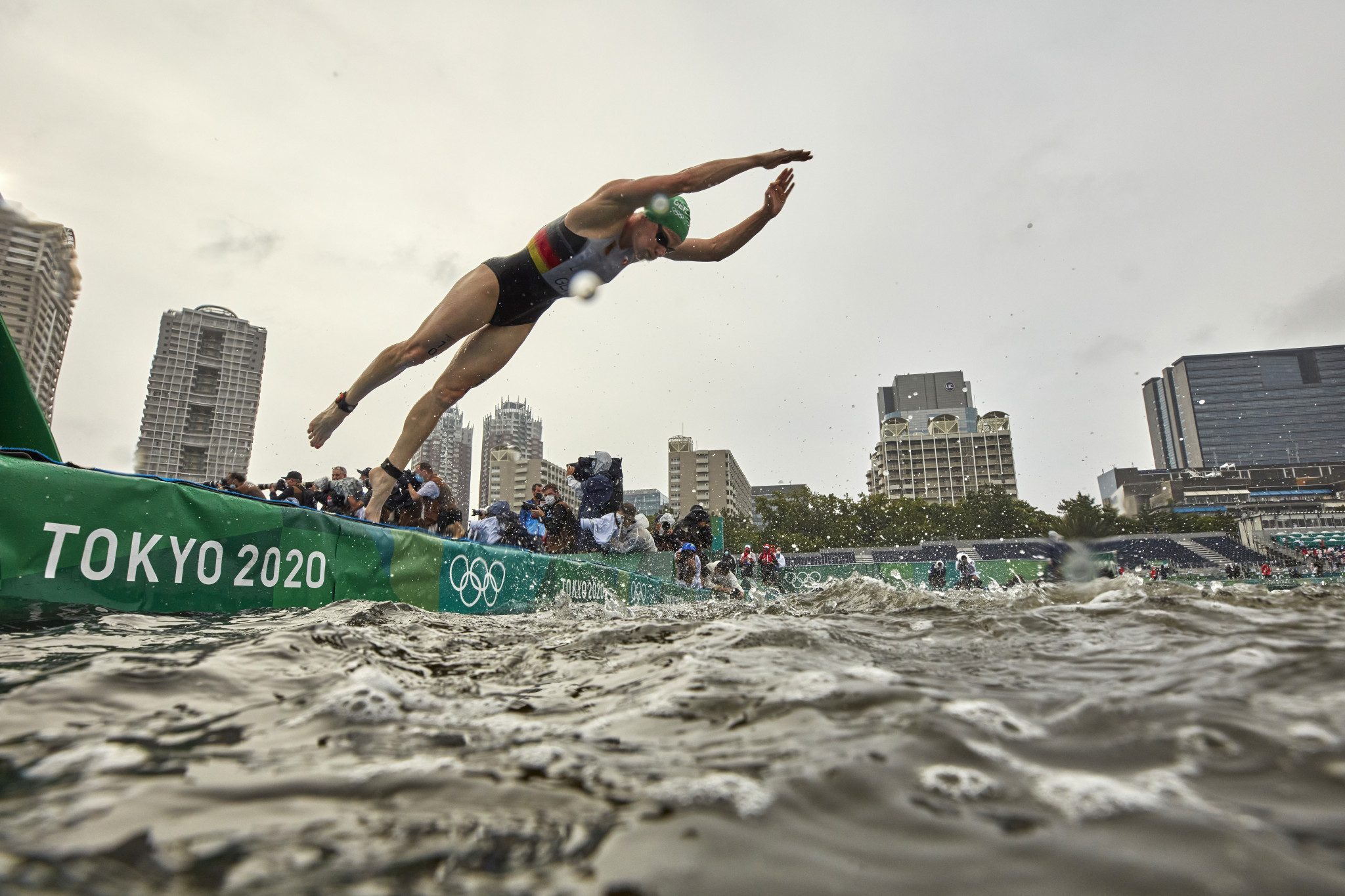 Jersey stages Super League Triathlon as Hamburg hosts youthful line-up in World Championship Series