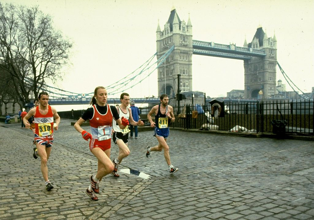 Grete Waitz en route to victory in the London Marathon of 1983, the year she won the world title in Helsinki - but it was in New York that she established a unique record of nine wins ©Getty Images