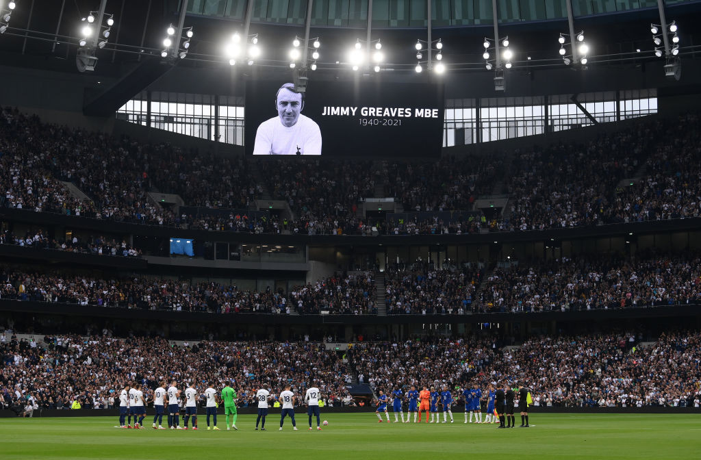 Players and spectators honour Jimmy Greaves, who died yesterday aged 81, before the Premier League match between two of his former teams, Tottenham Hotspur and Chelsea ©Getty Images