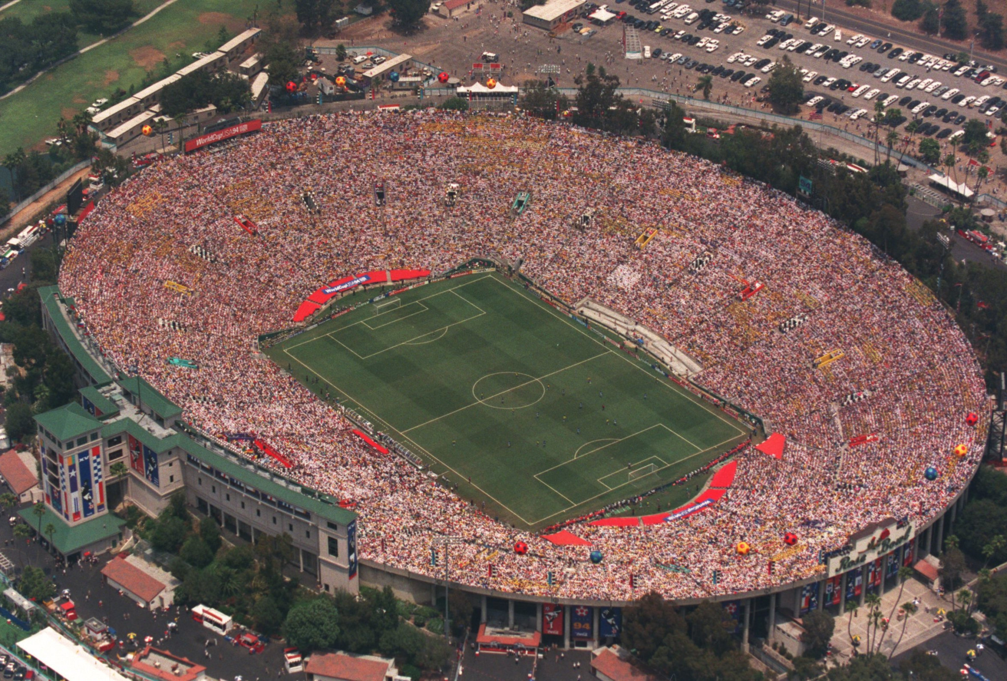 The Rose Bowl Stadium, which is one of two Los Angeles stadiums proposed for the 2026 World Cup, played host to the 1994 World Cup final, in which Roberto Baggio missed a crucial penalty as Brazil triumphed ©Getty Images