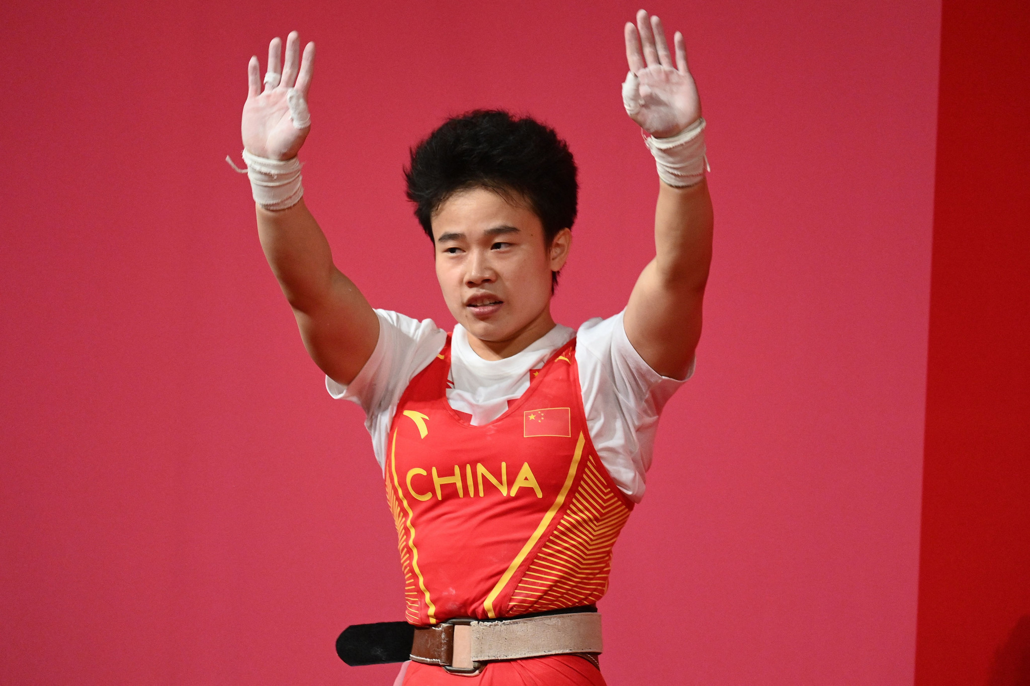 China's Olympic weightlifting heroes in world record form at National Games