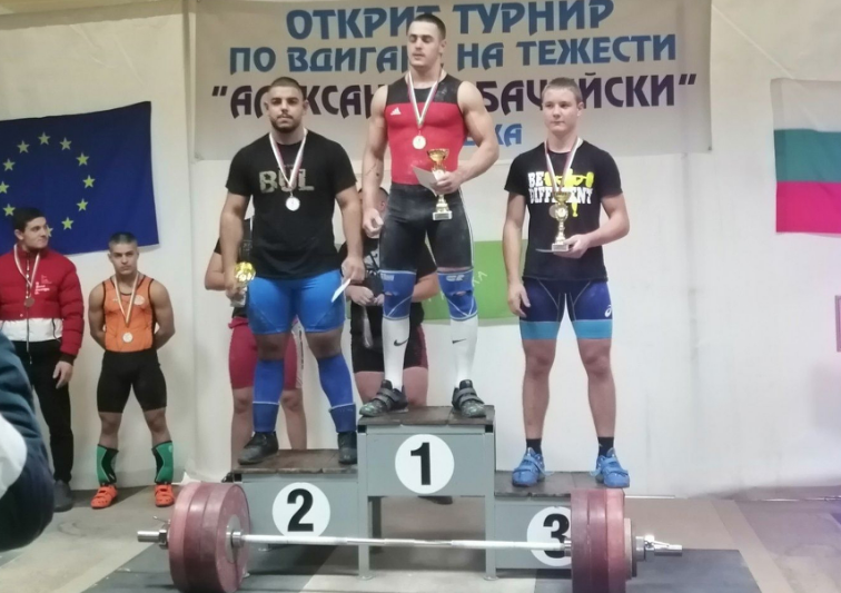 Bulgarian Karlos Nasar, centre, is seen as one of the future stars of European weightlifting, having broken several records at the European Championships in April ©Bulgarian Weightlifting Federation