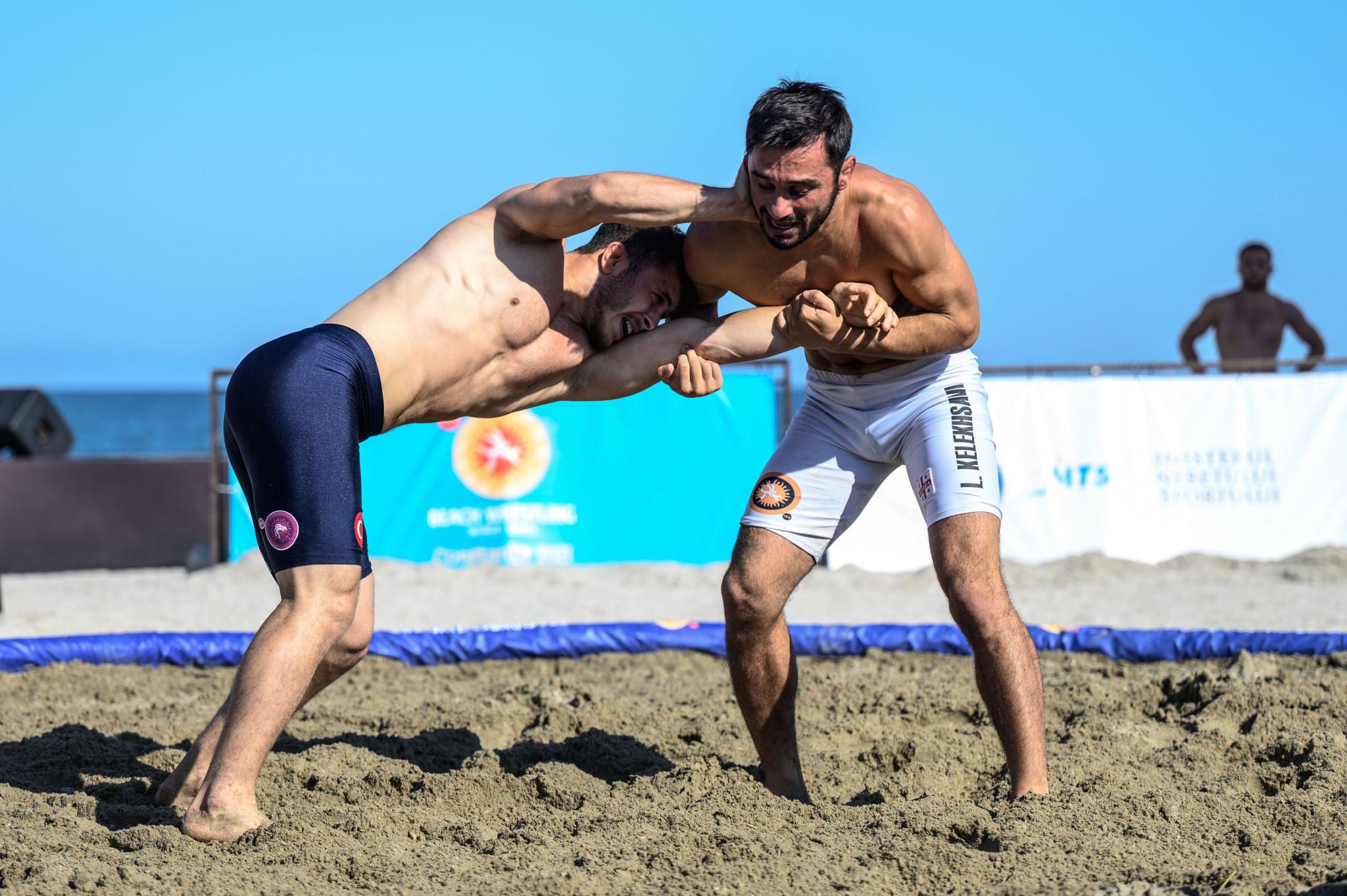 Levan Kelekhsashvili, right, retained his world title in the men's under-70kg division ©United World Wrestling/Beach Wrestling World Series