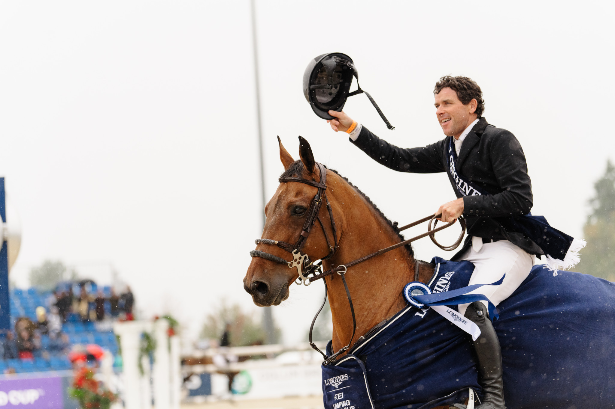 Swail wins four-horse jump-off at FEI Jumping World Cup in Vancouver