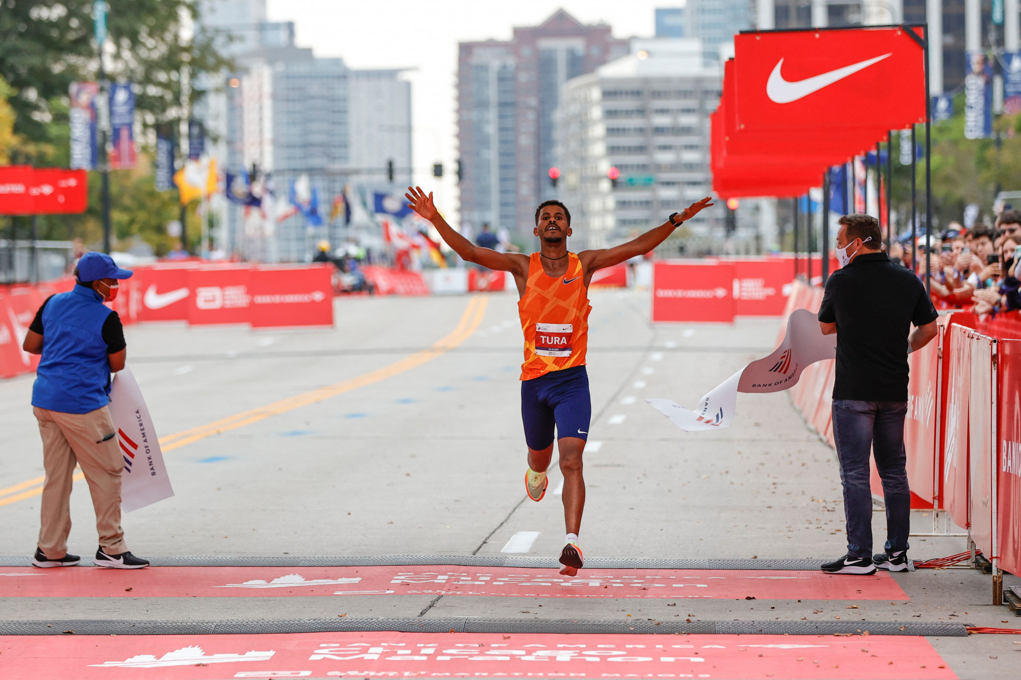 Ethiopian and Kenyan win Chicago Marathon as packed schedule continues