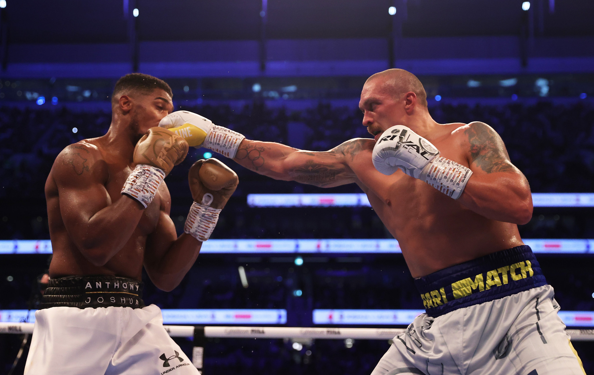 Oleksandr Usyk, right, may be the only active heavyweight able to out-think Tyson Fury ©Getty Images