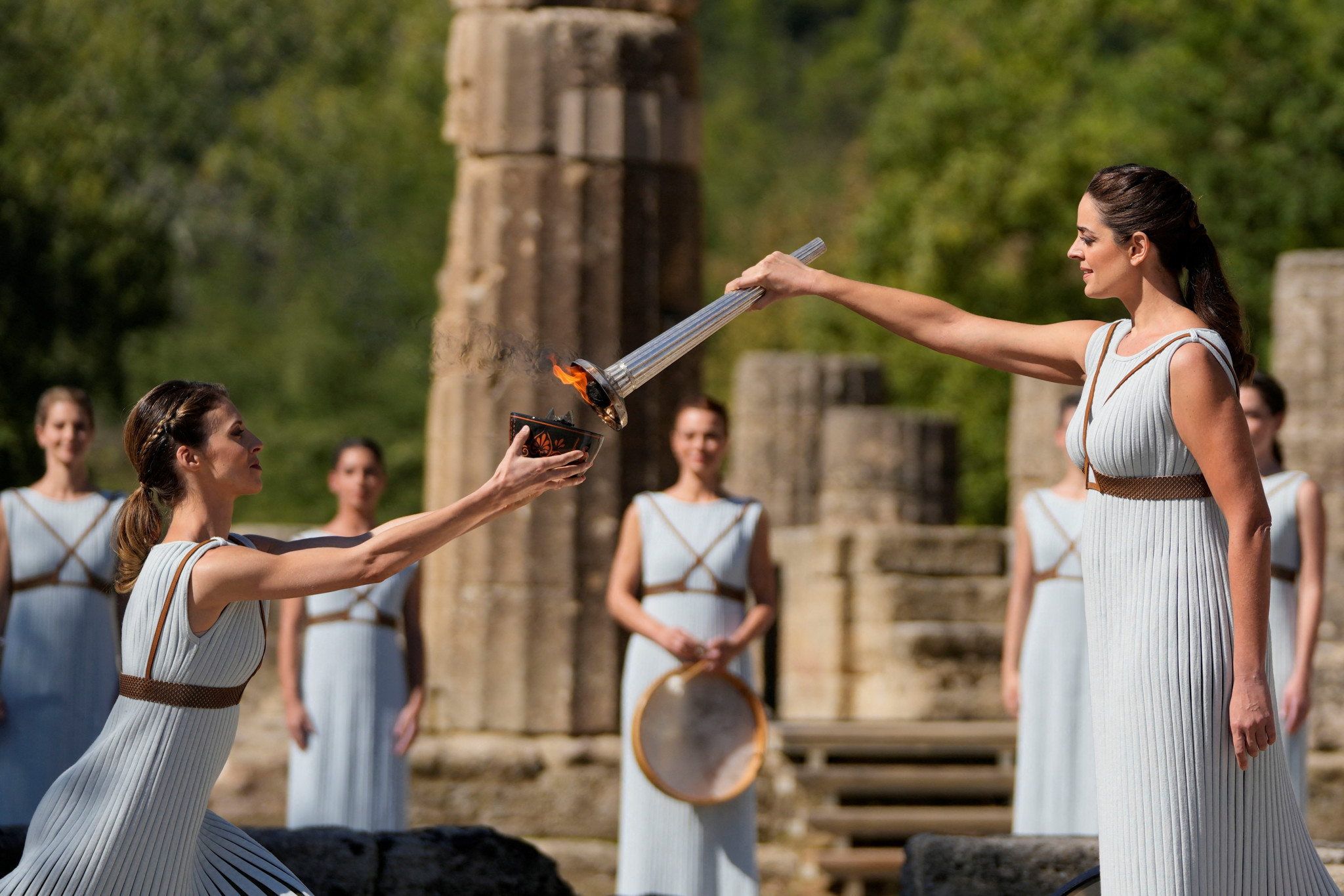 High Priestess Xanthi Georgiou lights the Cauldron, which features the Flame used during the Beijing 2022 Torch Relay ©Getty Images