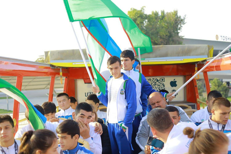 Uzbek sambists rewarded with open top bus after World Youth and Junior Championships display