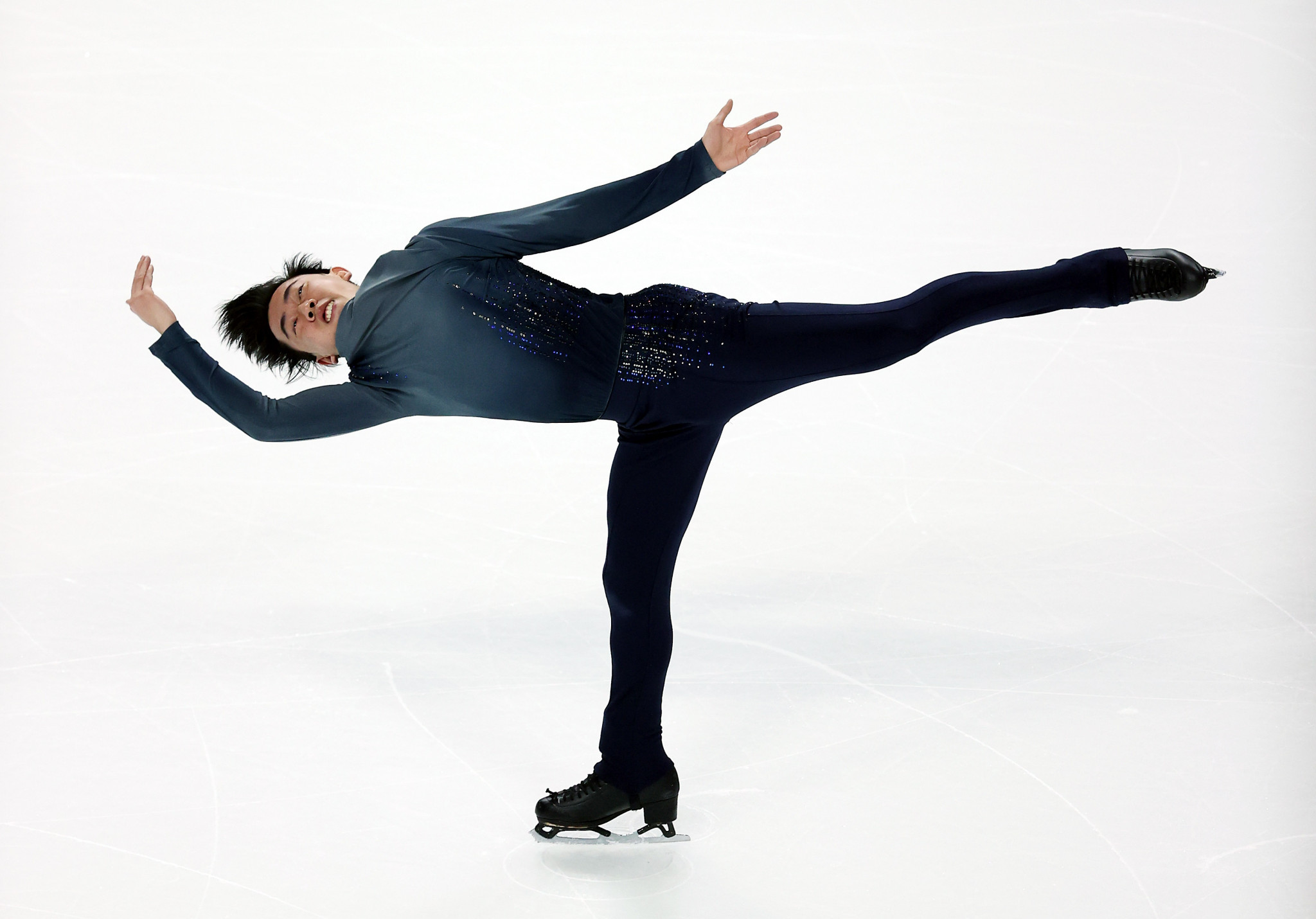 Defending champion Chen stumbles as Zhou takes early lead at Skate America