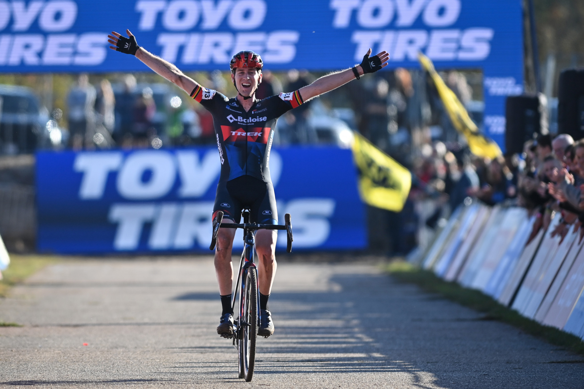 Aerts and Betsema continue Belgian and Dutch dominance in Cyclo-cross World Cup