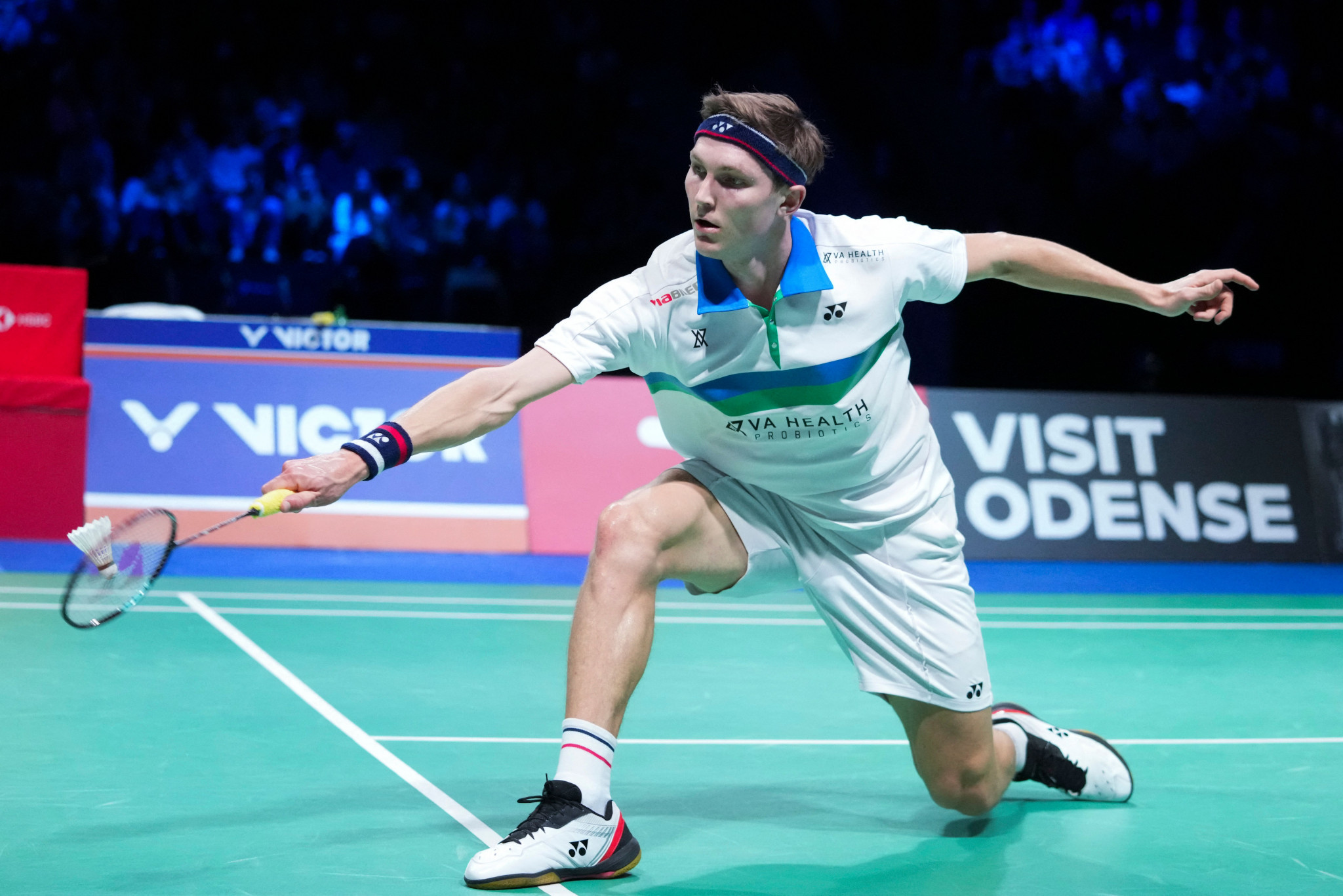 Axelsen rallies to victory while Yamaguchi wins after An retirement in Denmark Open