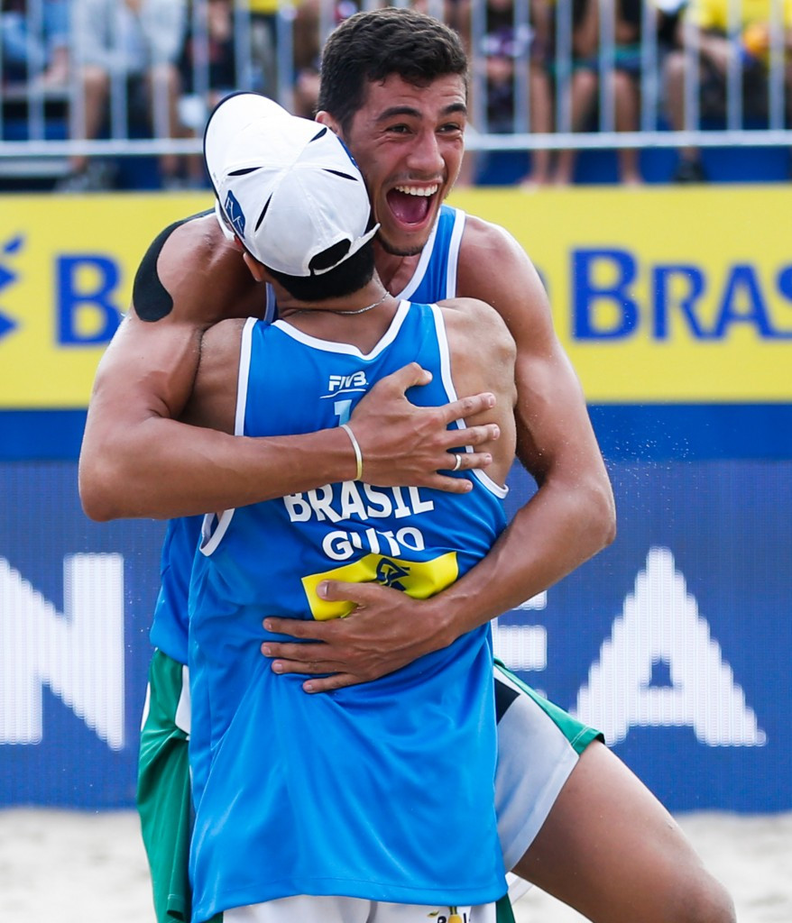 Brazil's Saymon Barbosa and Guto Carvalhaes won the last match of the day