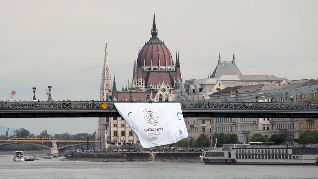 The Budapest 2024 logo was unfurled on a banner hanging from the Chain Bridge
