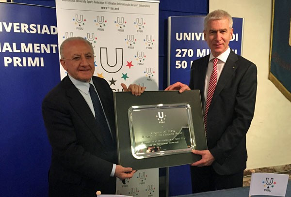 Vincenzo de Luca (left) joined FISU President Oleg Matytsin at a press conference to confirm Naples as the host city ©FISU
