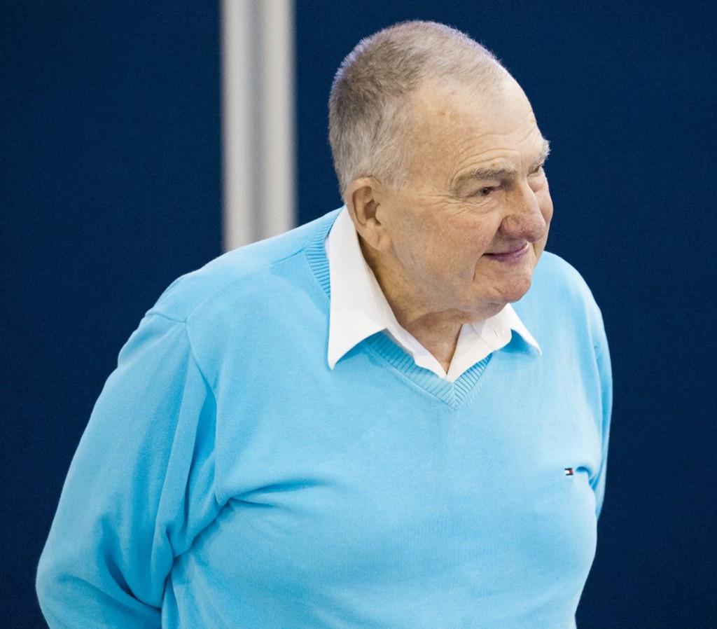 Legendary Australian swimming coach Forbes Carlile dies aged 95