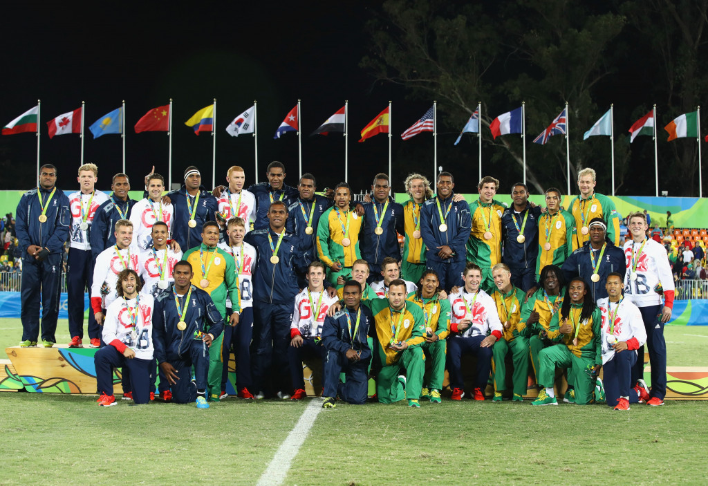 Medal winners from Fiji, Britain and South Africa gather together in a show of unity ©Getty Images