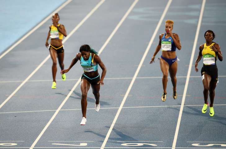 Shaunae Miller is about to fall on her face - as Olympic 400m champion ©Getty Images