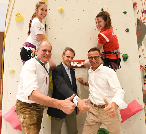 IFSC President Marco Scolari visited the wall with Tirol Werbung, managing director Josef Margreiter (right) and the Austrian Olympic Committee secretary general Peter Mennel (left) ©IFSC