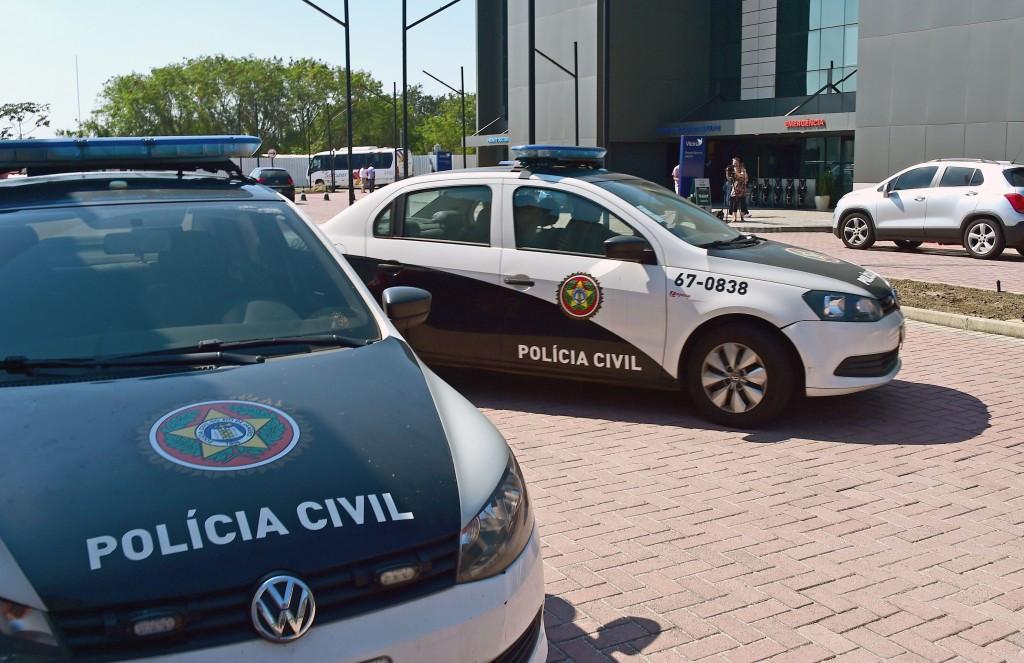 Police outside the Samaritan Hospital in Barra de Tijuca where Patrick Hickey has been taken ©Getty Images