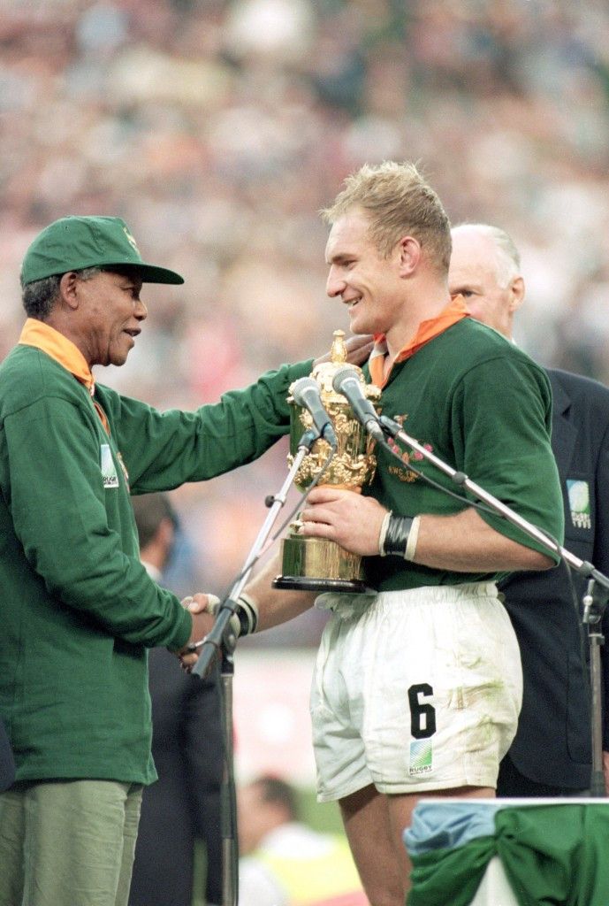 South Africa last hosted the Rugby World Cup in 1995 when they were the winners and President Nelson Mandela presented the trophy to captain Francois Pienaar ©Getty Images
