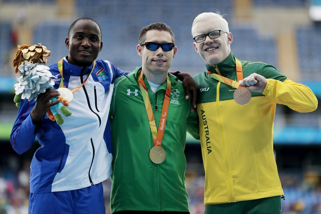 Namibia's Johannes Nambala, left, won two Paralympic silver medals at Rio 2016, including in the 100m won by Ireland's Jason Smyth, centre ©Getty Images