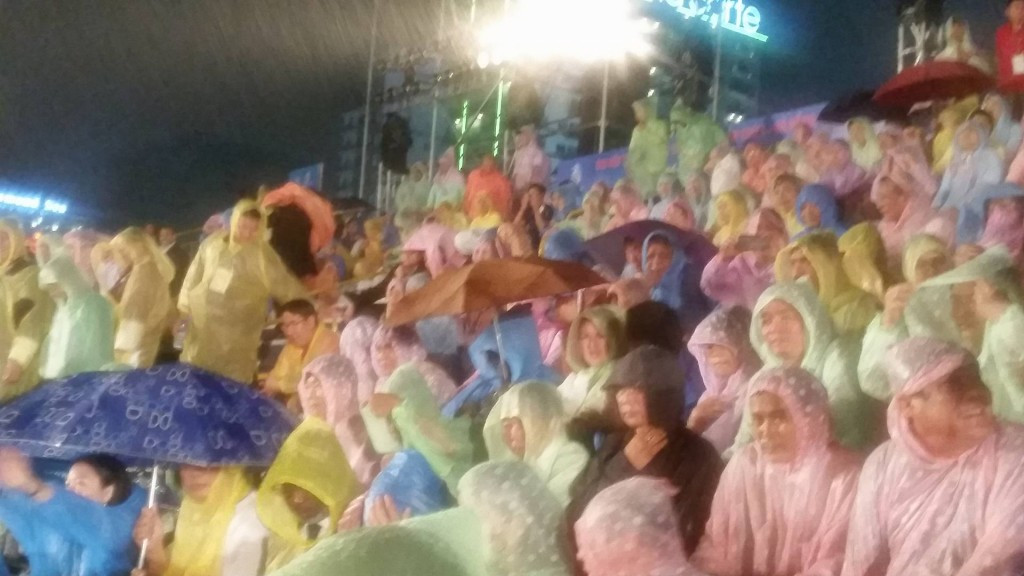 Sodden spectators at the Asian Beach Games Opening Ceremony ©ITG