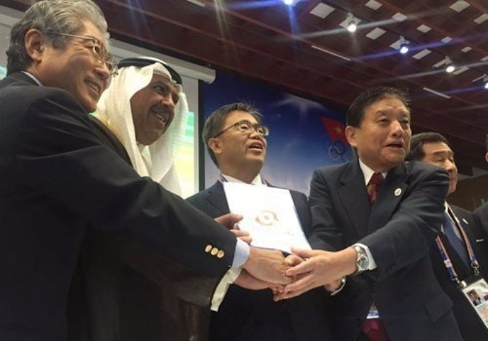 Elvis impersonator and Nagoya Mayor Takashi Kawamura impressed as his city and Aichi were awarded the 2026 Asian Games at the OCA General Assembly in Danang ©OCA