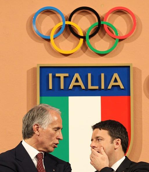 Italian Prime Minister Matteo Renzi (right) alongside CONI head Giovanni Malago at the launch of the Rome bid last December ©Getty Images