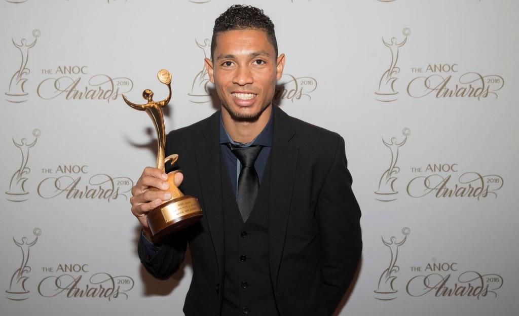 Wayde van Niekerk received the best male athlete of Rio 2016 prize ©ANOC
