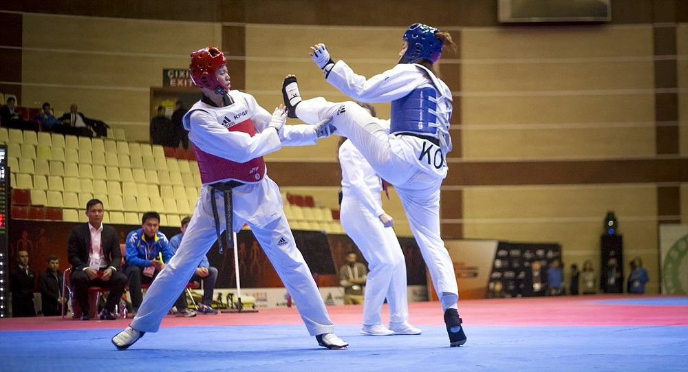 Oh Hye-ri, right, won the gold medal at the 2015 World Championships in Chelyabinsk ©WTF