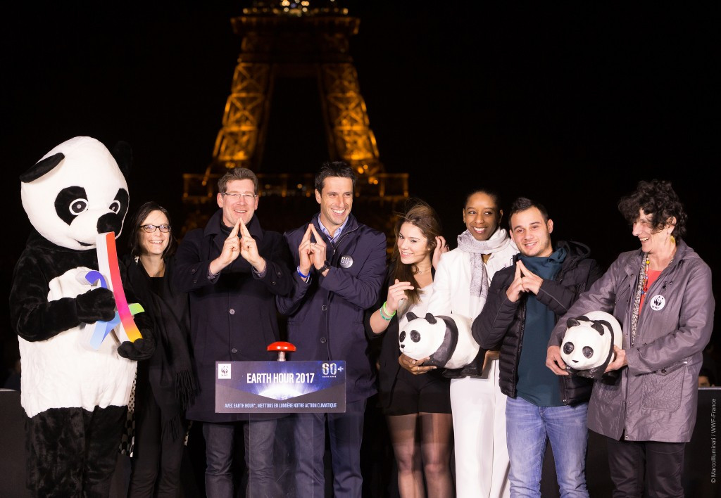 Paris 2024 co-chair Tony Estanguet, fourth left, pictured switching off the Eiffel Tower lights to mark Earth Hour 2017 ©Paris 2024
