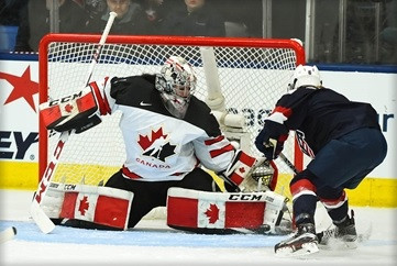 Defending champions the United States beat Canada ©IIHF
