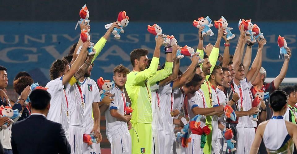 Italy celebrate victory over South Korea in the men's football final at Gwangju 2015 ©Gwangju 2015