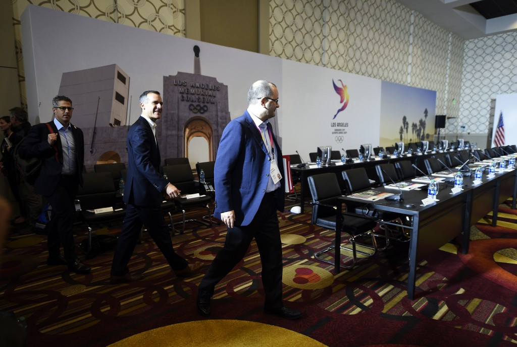 IOC Evaluation Commission chairman Patrick Baumann enters the meeting room in front of Mayor Eric Garcetti ©Getty Images