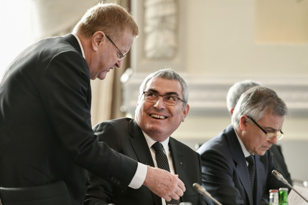 Juan Antonio Samaranch, right, is one of three IOC vice-presidents chairing the Working Group along with John Coates, left, and Uğur Erdener, centre ©Getty Images