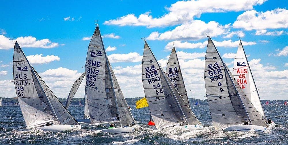 Symonds storms into early lead at Para World Sailing Championships