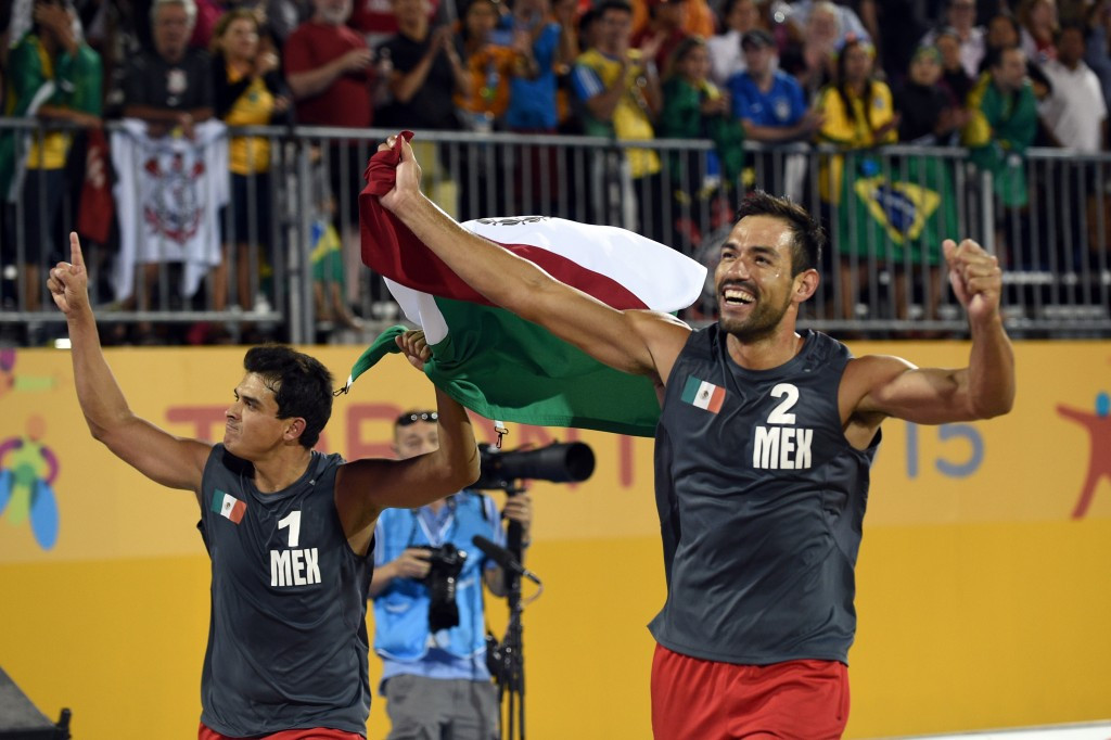 Mexican pair fight back to win Toronto 2015 men's beach volleyball gold