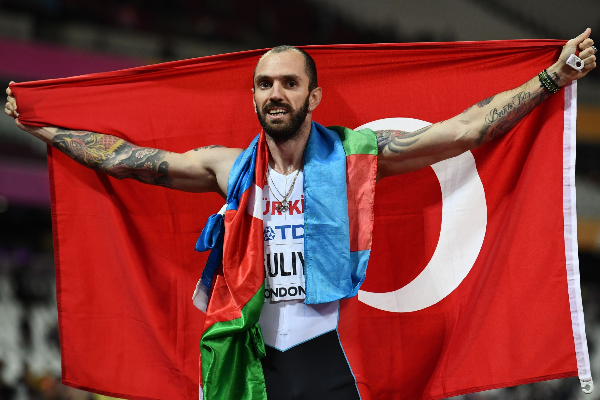 Guliyev stuns van Niekerk with shock 200m victory at IAAF World Championships