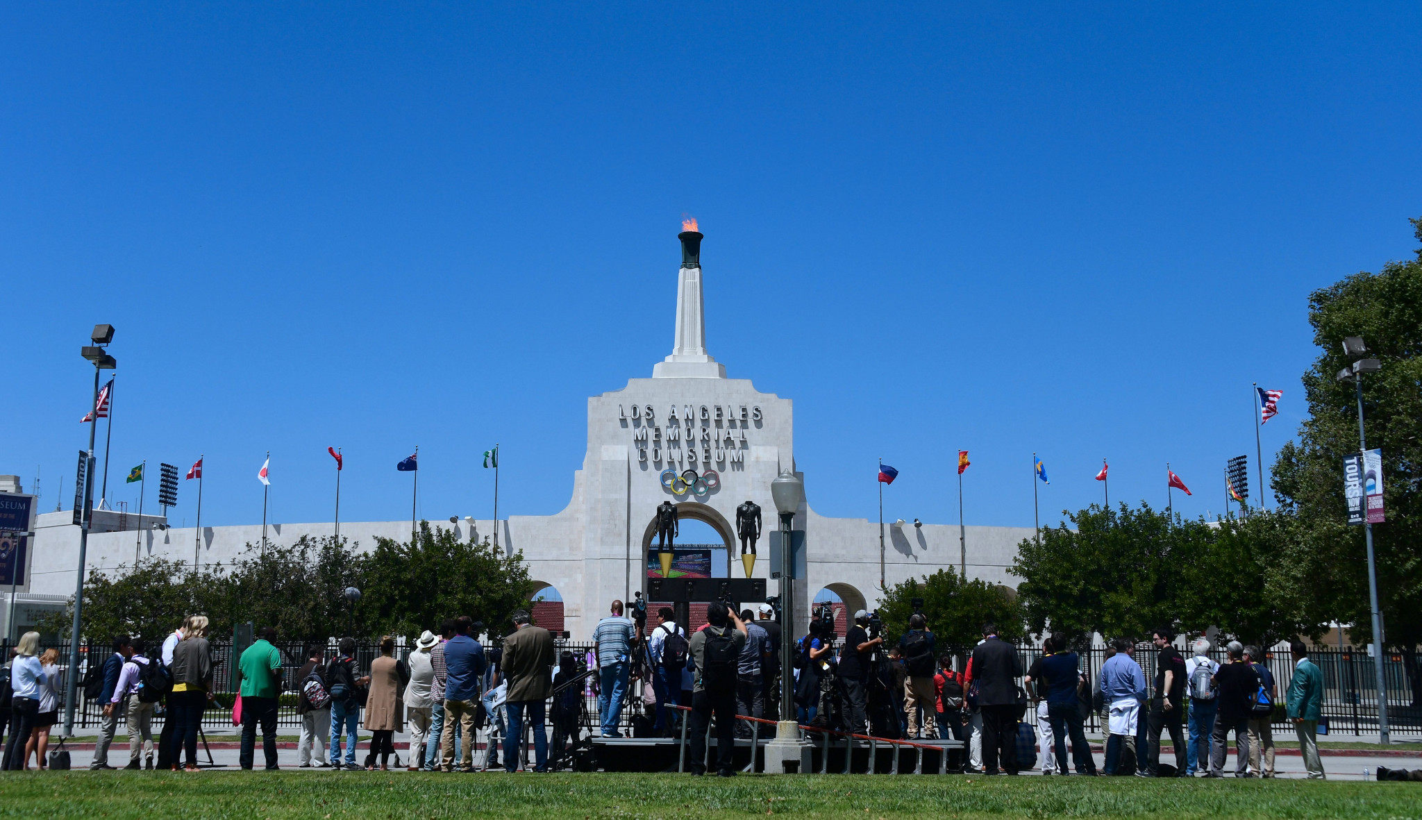 Bach to light Olympic Cauldron in Los Angeles Coliseum on September 17